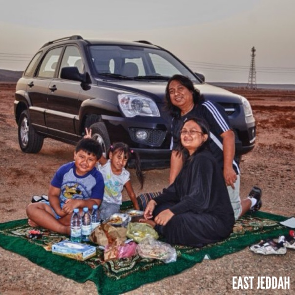 One of the simple joys in the desert.  Fill up your tank and just drive and drive until you feel hunger. Just pull over, spread the carpet, set the food and eat.