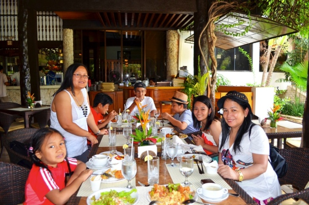 Cebu White Sands Resort and Spa, eat all you can buffet for only P750 per person